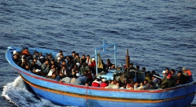 Заловиха 49 нелегални мигранти край Кушадасъ