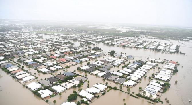 Двама мъже загинаха при наводненията в Австралия