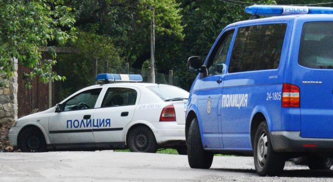 """Издирват извършители на кражби от автомобили в кв. """"Столипиново"""""""