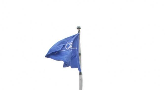 НАТО подписа протокола за присъединяване на Македония