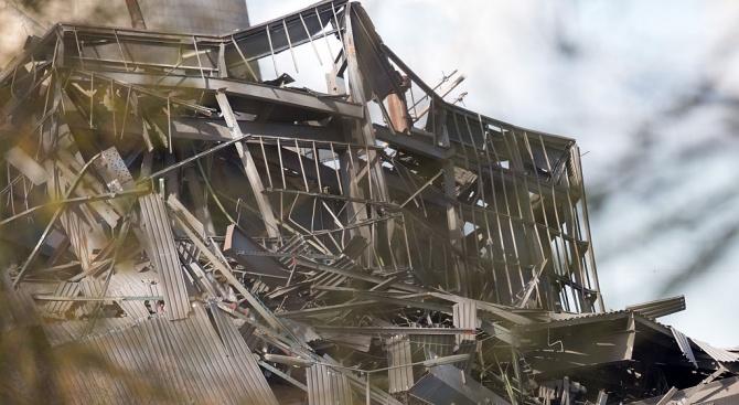 Сграда се срути в Истанбул. Има убит (обновена+видео)