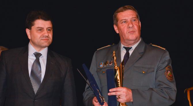 Шефът на пожарната в Пазарджик бе избран за огнеборец на 2018 г. (видео+снимки)