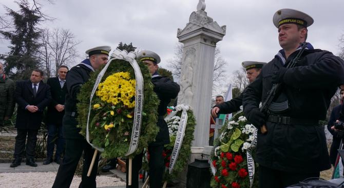 Варненци почетоха годишнина от смъртта на Капитан Петко Войвода (снимки)