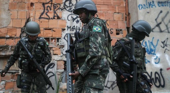 13 убити при спецакция в Рио де Жанейро