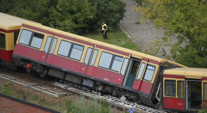 Два влака се сблъскаха в Испания, има загинал и ранени (снимки)