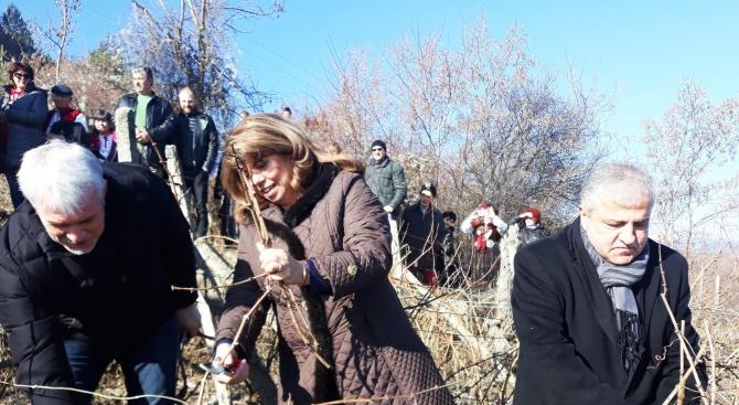 """Илияна Йотова: Необходим е план """"Маршал"""" за спасяването на българското село (снимки)"""