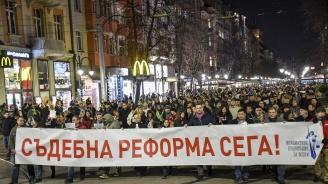 Стотици се събраха пред Съдебната палата в София в подкрепа на Лозан Панов (снимки)