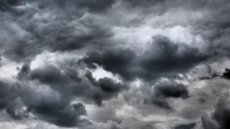 Времето ще бъде облачно със слаби валежи от дъжд