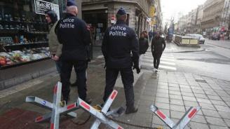Полицията застреля въоръжен мъж в Амстердам (видео)
