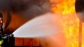 Огнеборци пострадаха, докато гасят пожар в радомирско село
