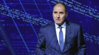 Цветан Цветанов ще участва в традиционното зарязване на лозови масиви в Харманли