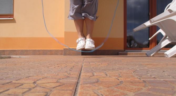 Британски учени препоръчват да скачаме по шест минути седмично за