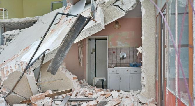Къща рухна в центъра на Враца
