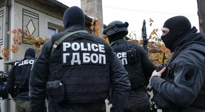 Спецакция в Пловдив: Закопчаха над 20 души с наркотици