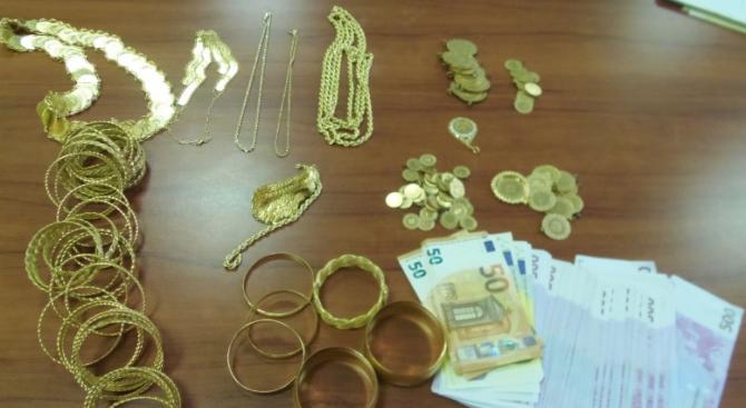 """Глоба за австриец, опитал да пренесе през ГКПП """"Калотина"""" над 2 кг златни накити и голяма сума пари без да ги декларира"""