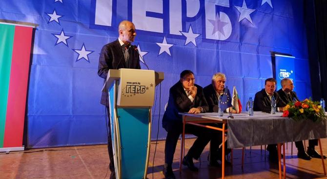 Цветанов пред над 400 членове и симпатизанти на ГЕРБ-Шумен: Президентът Радев е говорител на опозицията (снимки)