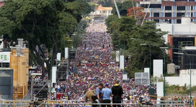 Опозицията и властта във Венецуела готвят за днес нови митинги