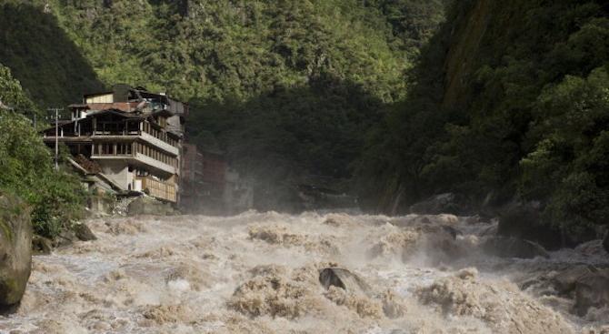 Наводненията в Чили и Перу взеха жертви, стотици са евакуирани