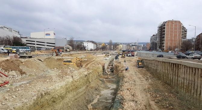 Продължават дейностите по почистването на отводнителни канали, дерета, канавки и водостоци във Варна
