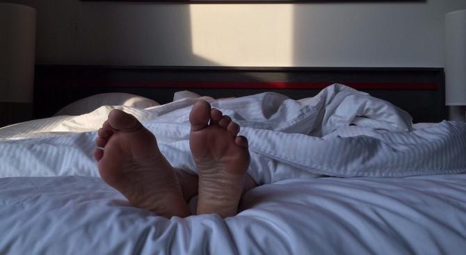 За качествен сън е най-добре да спим по гръб