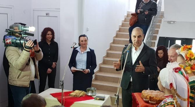 Цветан Цветанов откри обновена спортна зала в Търговище