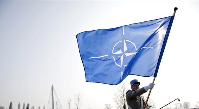 На тържествената церемония днес знамето на НАТО беше издигнато пред