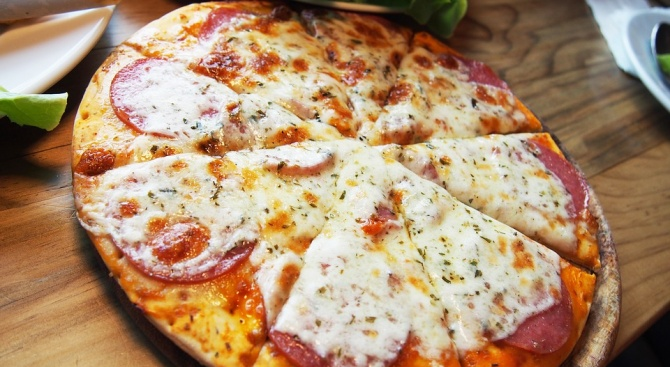 Едва лиима човек, който да не обича да похапва пица.