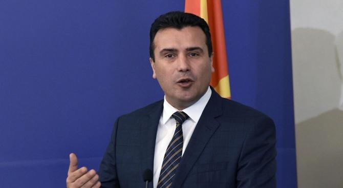 Заев не спомена Георге Иванов в речта си при издигането на знамето на НАТО в Скопие