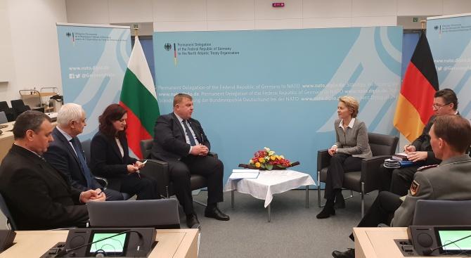 Красимир Каракачанов се срещна с министъра на отбраната на Германия Урсула фон дер Лайен