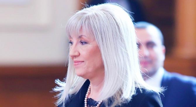 Министър Аврамова: Няма да отчуждаваме земи с дюни, ще струва над 1 млрд. лв.