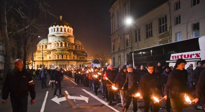 Десетки граждани се включиха в 16-ия поход в памет на