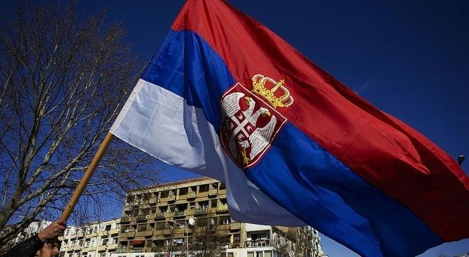 Няколко хиляди души отново излязоха вчера по улиците на Белград,