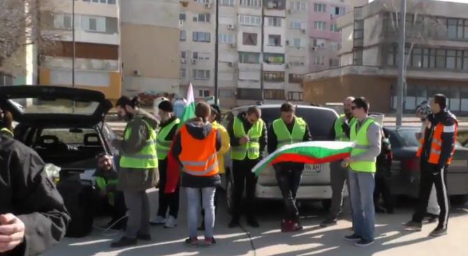 Против промените в Изборния кодекс и партийните назначения се обявиха граждани на Силистра