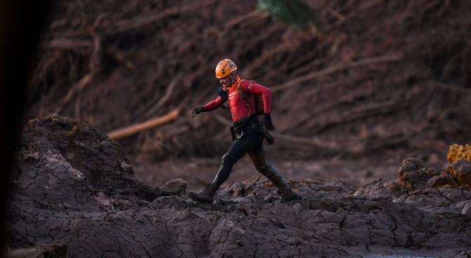 Бразилският миннодобивен гигант Вале (Vale) информира, че е евакуирал близо