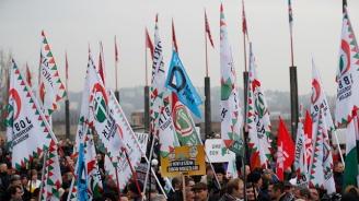 Стотици унгарци поискаха оставката на Виктор Орбан (видео)
