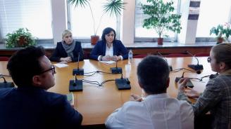 Нинова пред АЕЖ-България: Законът и свободата стоят над партийния интерес
