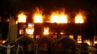 17 души загинаха при пожар в хотел в Индия (видео)