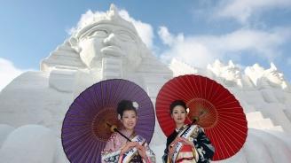 Рекорден брой туристи посетиха Снежния фестивал в Северна Япония (видео)