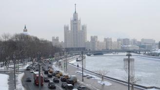 Силен снеговалеж предизвика задръствания и катастрофи в Москва