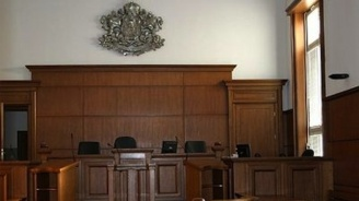 18 г. затвор за бабата, хвърлили бебе от 7-ия етаж на блок в Перник