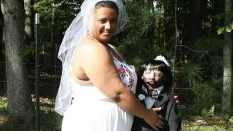 Американка се омъжи за секс кукла зомби, работят за бебе