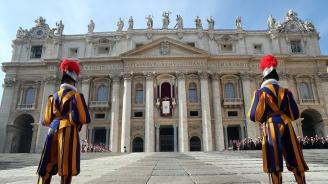 Погнаха посланика на Ватикана в Париж за педофилия