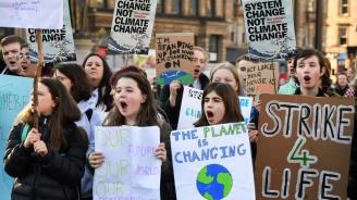 Хиляди британски ученици протестираха в защита на климата