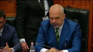 Екшън в парламента на Албания