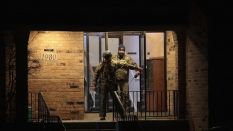 Петима цивилни са жертвите на масовата стрелба в Илинойс