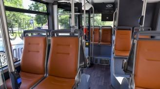 Автобус от градския транспорт в София се удари в трафопост
