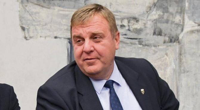 Вицепремиерът и министър на отбраната, както и лидер на ВМРО