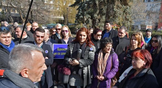 Адвокати излязоха на протест срещу новия Закон за пране на пари