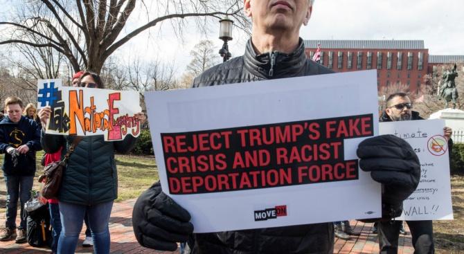 16 американски щата внесоха съдебен иск срещу обявеното извънредно положение от Тръмп