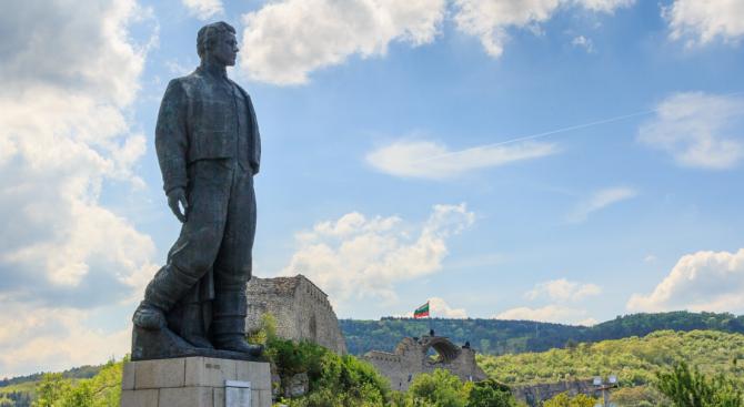 С поклонение на Къкринското ханче и на паметника на Васил Левски в Ловеч ще бъде почетена паметта му